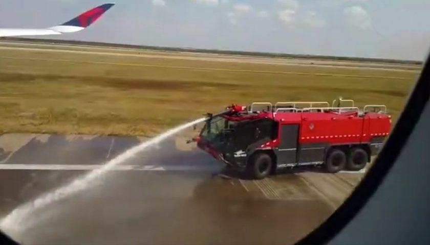 昨年上海/浦東空港でJAL機の侵入...